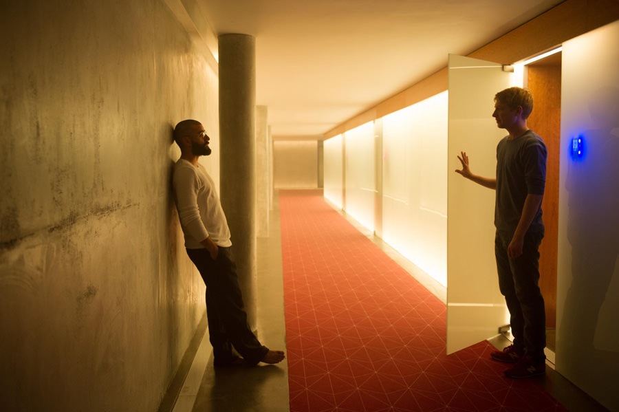 still-of-oscar-isaac-and-domhnall-gleeson-in-ex-machina-2015-large-picture