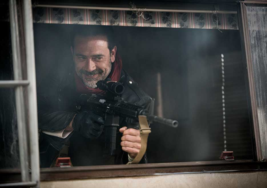 The Walking Dead Image Shows Negan Preparing To Fire
