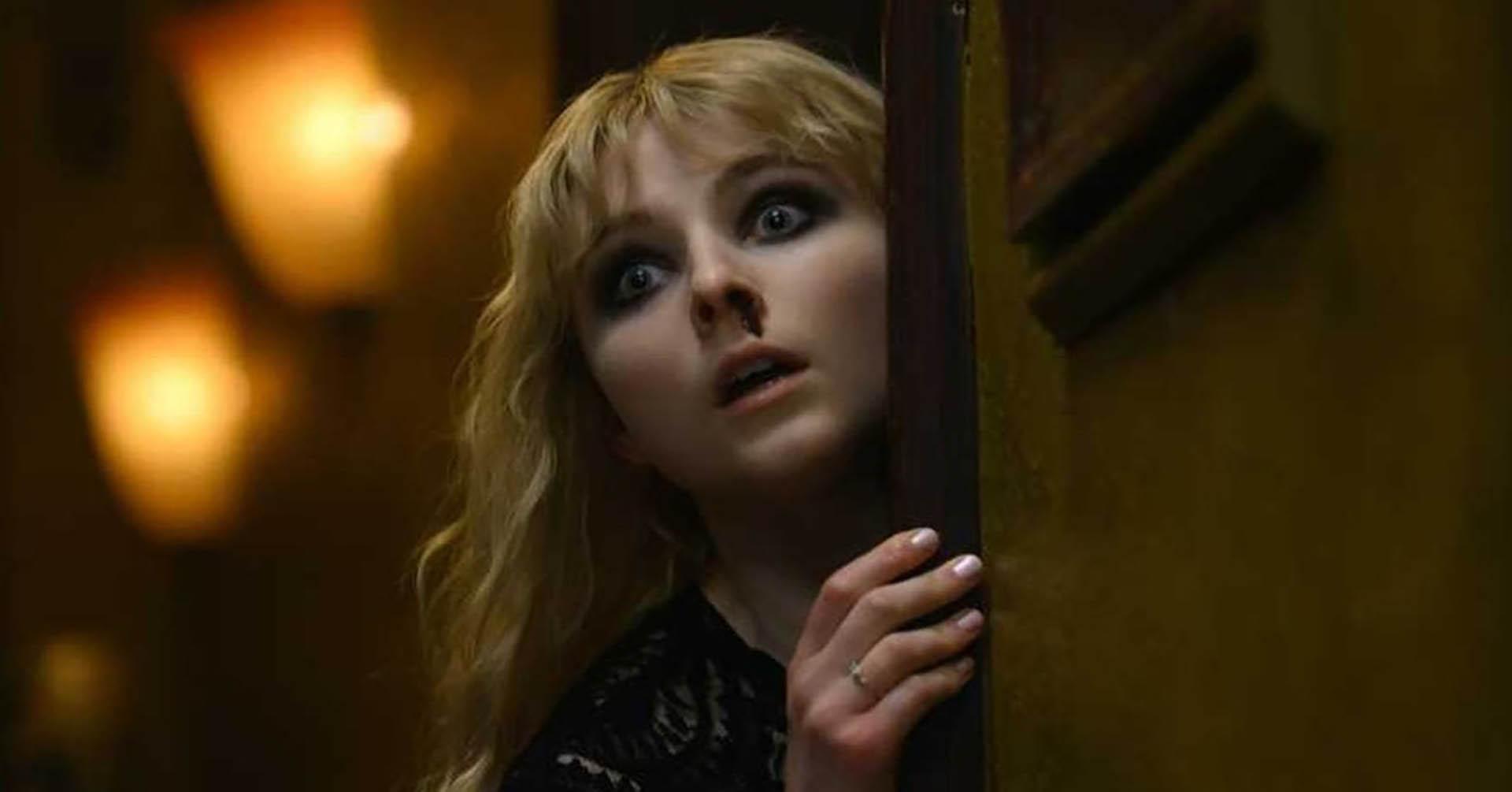فیلم Last Night in Soho با حضور آنیا-تیلور جوی و زن ترسیده با خط چشم سیاه، یکی از بهترین فیلم های ۲۰۲۱