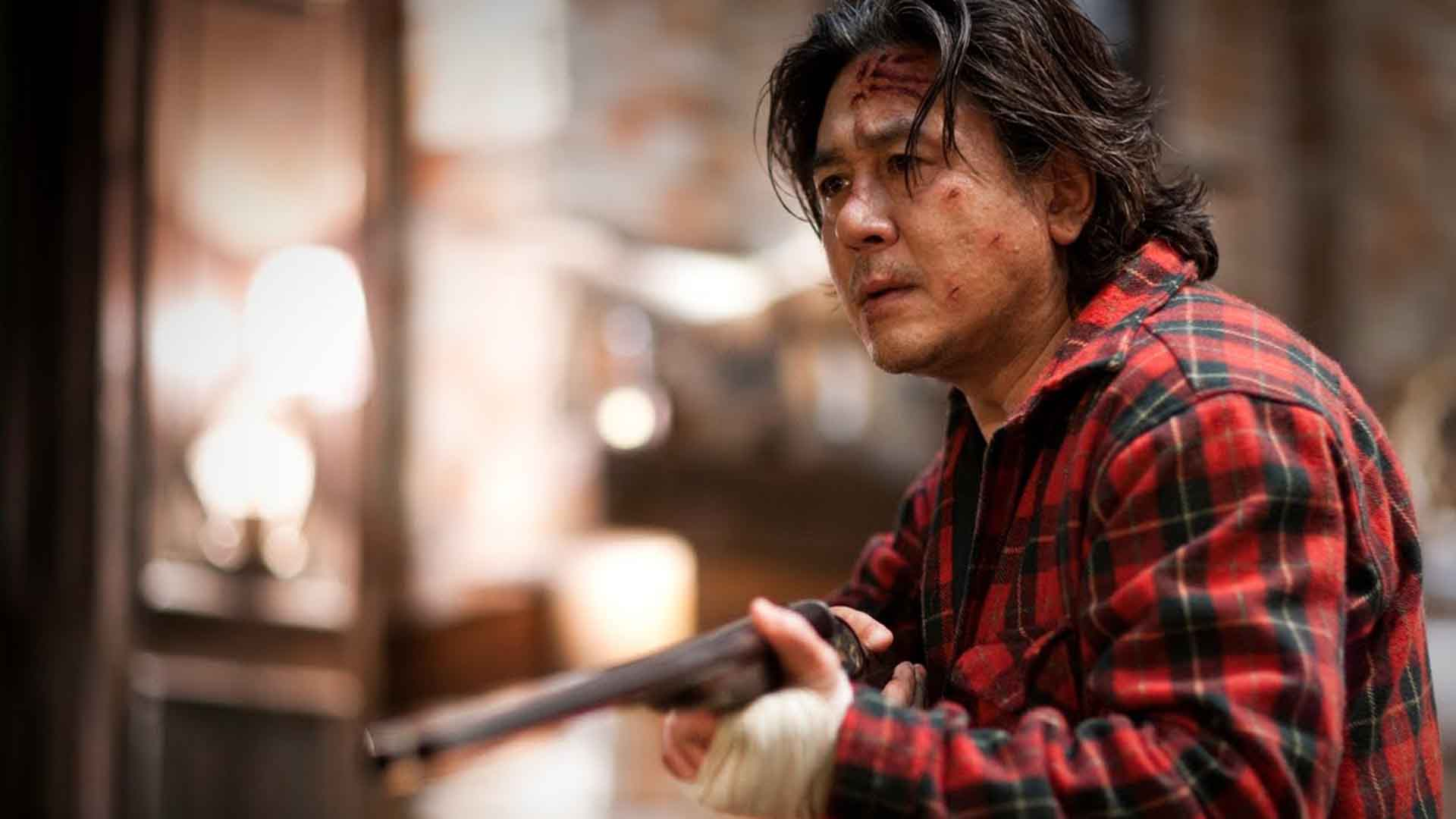 Choi Min Sik holds a gun in I Saw the Devil