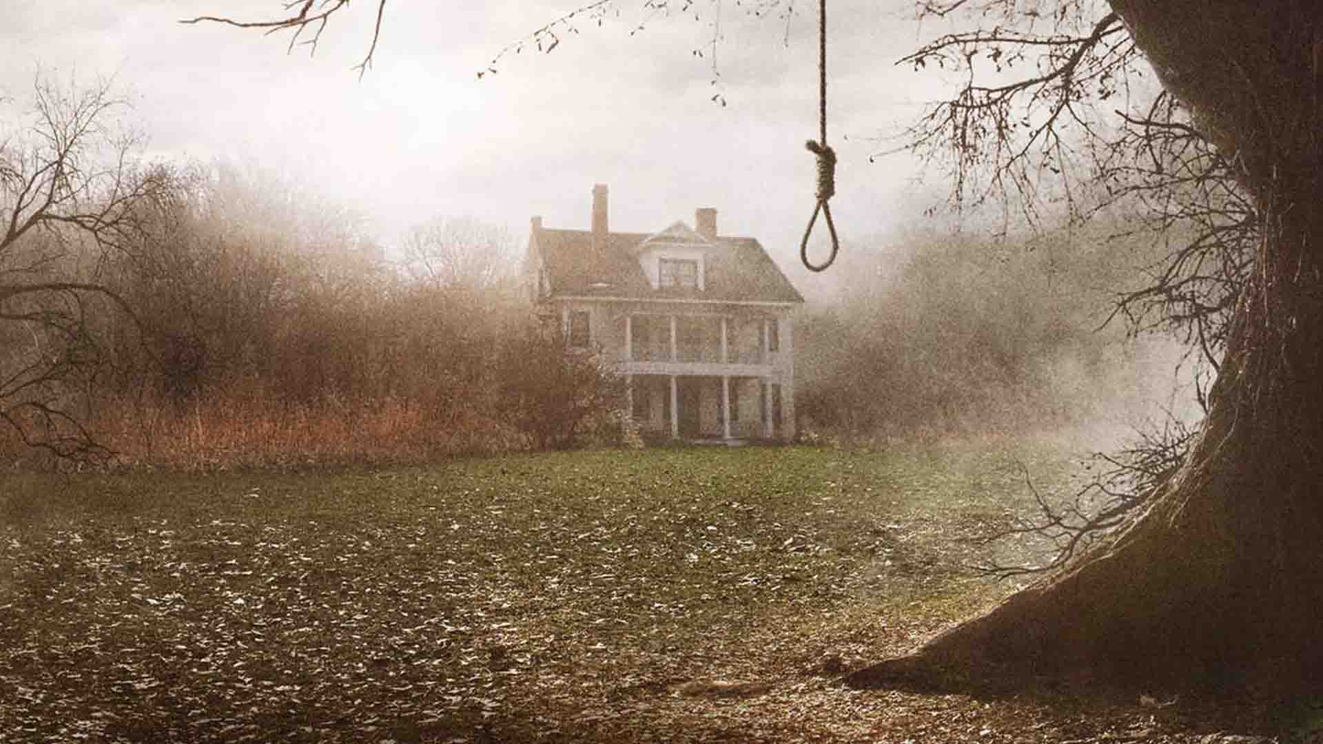 A country house in fog and rope in The Conjuring